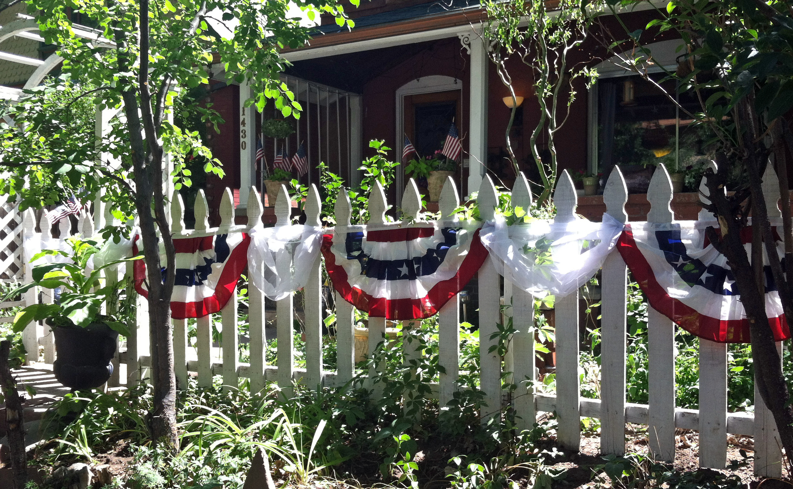 4th of july fast easy outdoor decor on the cheap the for Inexpensive garden decor