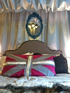 Cheap Mirror Make Over For The Rock Star Glam Bedroom Or