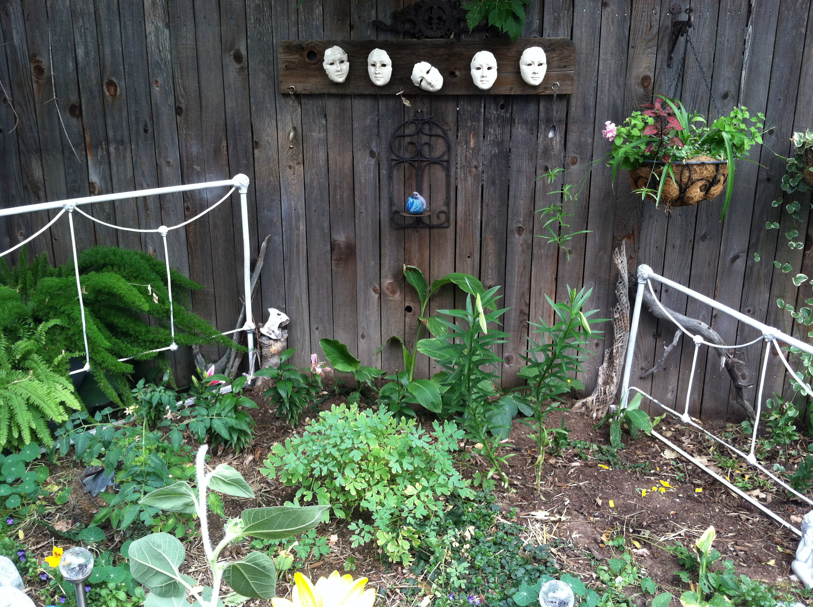Part 2 big crazy bohemian garden it s not mine it s for Garden fence decorations