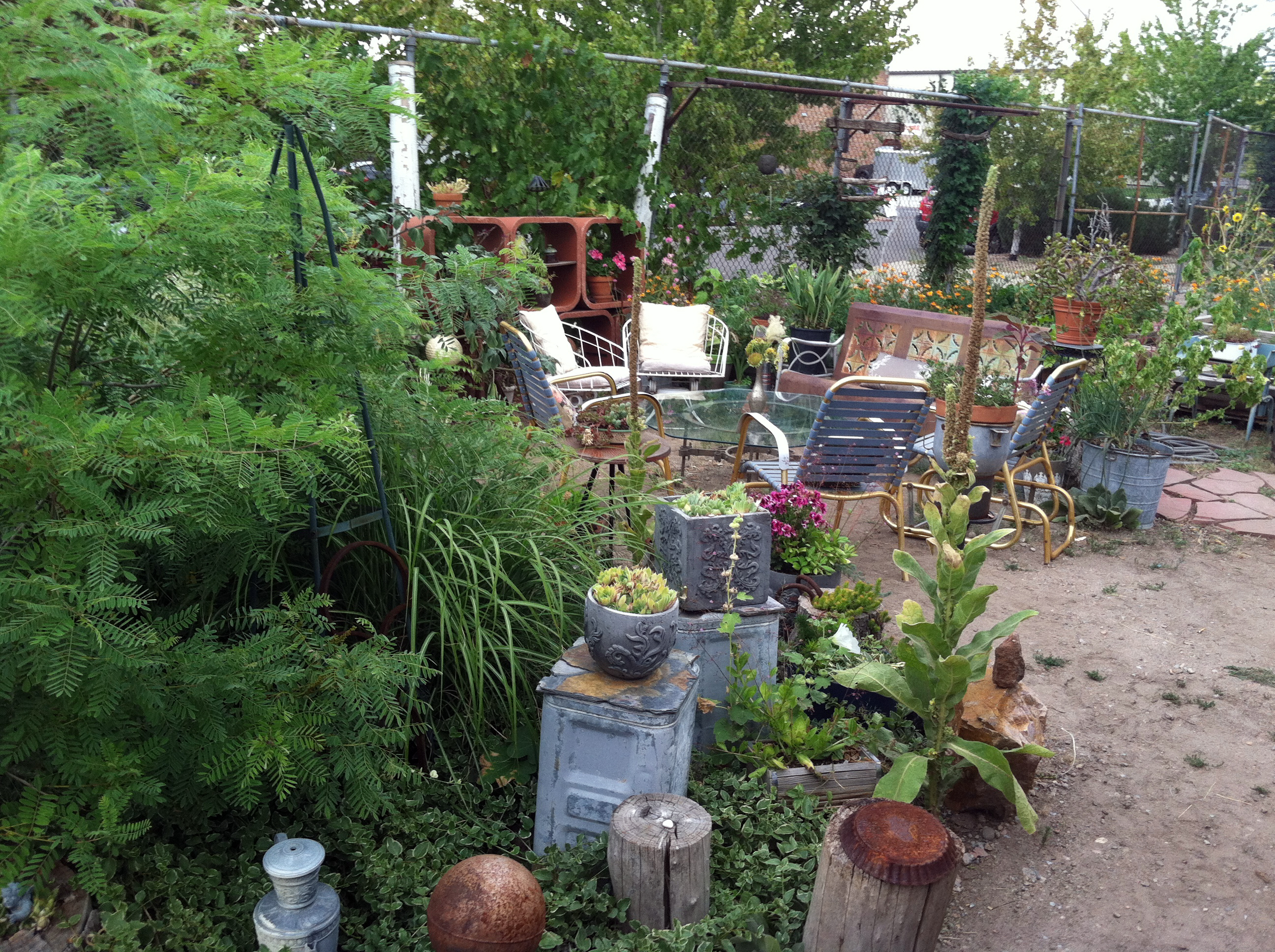 An Industrial Found-Object Garden Delights! More Fun Ideas to Steal ...